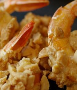 Crevettes panées à la cacahuète